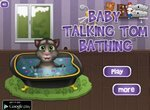 Говорящий Малыш Том купается в ванной