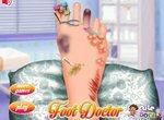 Дерматолог лечит ногу