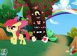 Одевалка Эппл Блум возле яблони