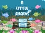 Маленькая акула ест рыб