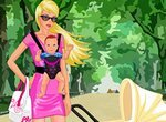 Одевалка: Мама на прогулке с малышом
