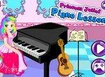 Принцесса Джульетта играет на пианино