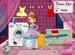 София стирает и гладит одежду