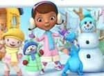 Доктор Плюшева с друзьями лепят снеговика
