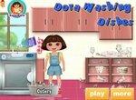 Даша-путешественница моет посуду