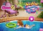 Принцесса София отдыхает у бассейна