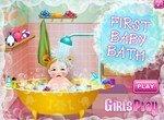 Первое купание младенца в новой ванне