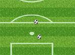 Поле с футбольными мячами