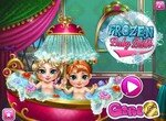 Малышки Эльза и Анна купаются в ванной