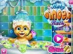 Малыш Джинджер купается в ванной