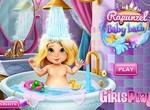 Малышка Рапунцель плескается в ванной